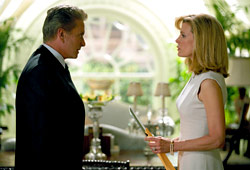 Michael Douglas e Kim Basinger in The Sentinel