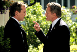 Kiefer Sutherland e Michael Douglas in The Sentinel