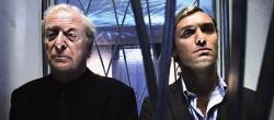 Michael Caine e Jude Law in Sleuth - Gli insospettabili