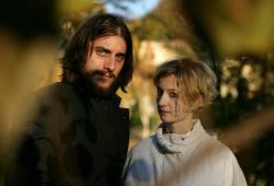Luca Marinelli e Alba Rohrwacher in La solitudine dei numeri primi