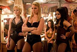 Jena Malone, Abbie Cornish e Vanessa Hudgens in una scena di Sucker Punch