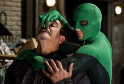 Drake Bell in una scena di Superhero