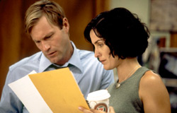 Aaron Eckhart e Carrie-Anne Moss in Suspect Zero