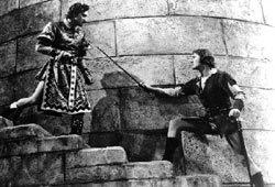 "Basil Rathbone e Errol Flynn in ""La leggenda di Robin Hood"""