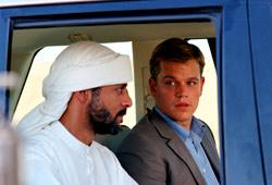 Alexander Siddig e Matt Damon in Syriana