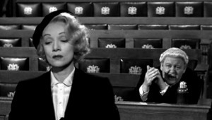 Marlene Dietrich e Charles Laughton in Testimone d'accusa