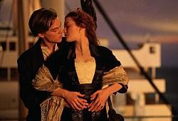 Leonardo DiCaprio e Kate Winslet in una scena di Titanic