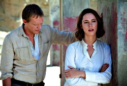 Paul Bettany e Rebecca Hall in Transcendence
