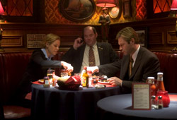 Maria Bello, David Koechner e Aaron Eckhart in Thank You for Smoking