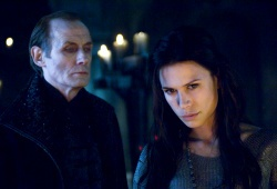 Bill Nighy e Rhona Mitra in Underworld - La ribellione dei Lycans