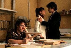 Elio Germano, Diane Fleri e Riccardo Scamarcio in Mio fratello è figlio unico