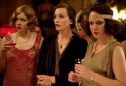Kimberley Nixon, Kristin Scott Thomas e Katherine Parkinson in Un matrimonio all'inglese