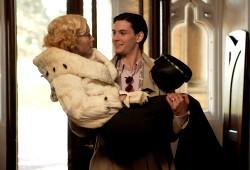 Jessica Biel e Ben Barnes in Un matrimonio all'inglese