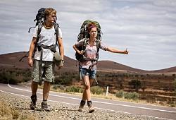 Philippe Klaus e Shannon Ashlyn in una scena di Wolf Creek 2